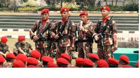 KSAD Jenderal TNI Mulyono membuang pangkat. (Repro Youtube)