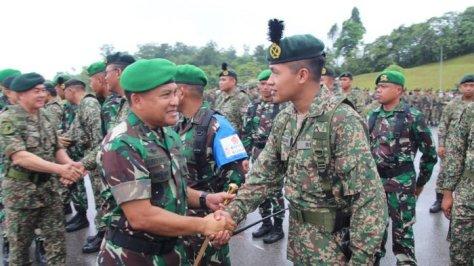 Pangdam VI Mulawarman, Mayjen TNI Subiyanto, meresmikan penyelenggaraan Latma Kekar Malindo di Muara Tuang Kuching, Malaysia pada Selasa (11092018). (Tribun Kaltim)