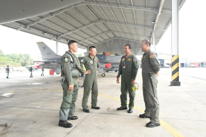 Joint Figther Weapon Course TNI AU dan RSAF