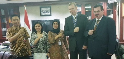 Dirjen Pothan Kemhan Prof. Dr. Ir. Bondan Tiara Sofyan, M.Si berserta Kasubdit Dagun Kerma Indhan Dittekindhan Kolonel Kav Iskandar dan PT Napindo Media Ashatama