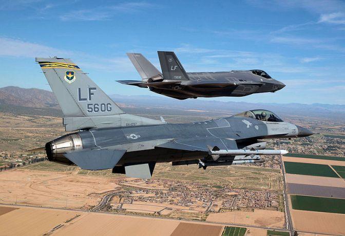 Jim Mattis Serukan 80 Persen Pesawat Jet AS Harus Siap Tempur