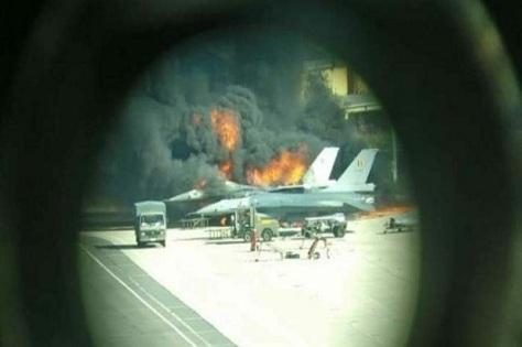 F-16 meledak dan hancur di pangkalan militer Florennes, Belgia, Kamis (11102018) sore. Twitter @ebcrew00