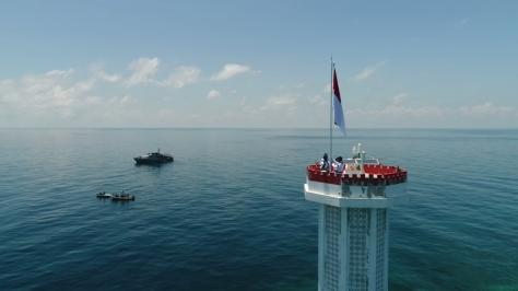 HUT TNI ke-73, Kibarkan Bendera Merah Putih di Karang Unarang