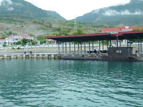 KRI Nanggala - 402 yang sedang melaksanakan operasi Trisula merupakan pertama kali sandar di dermaga Sionban Kapal Selam Lanal Palu.