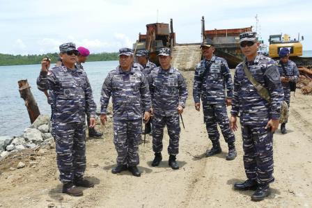 Pangkoarmada Meninjau Lokasi Kerangka KRI Rencong-622 dan Pembangunan Mako Koarmada III