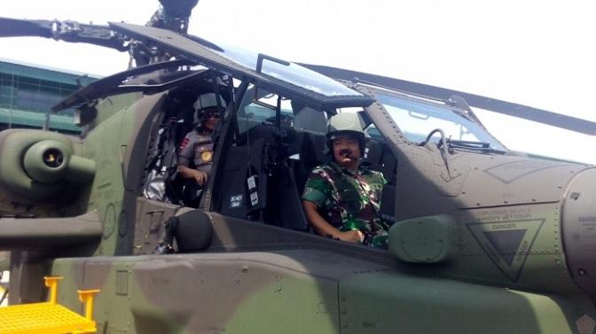 Panglima TNI Bersama Kapolri Tinjau Skadron 11/ Serbu Penerbad