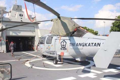 Personel TNI AL terlihat melakukan pengawasan ketika KRI I Gusti Ngurah Rai-332 bersandar di Pelabuhan Benoa, Rabu (10102018). JIBI