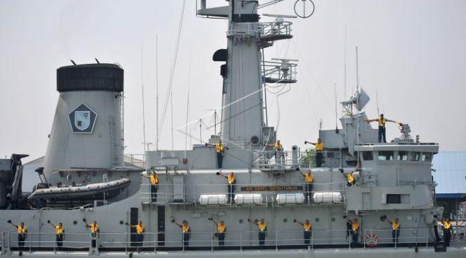 Panglima Koarmada II Inspeksi Kapal Perang (Photo)
