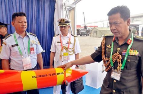 DISLITBANGAU saat memamerkan produk drone terbaru berwarna oranye yang diminati Brunei Darussalam. (Jabar Ekspres)