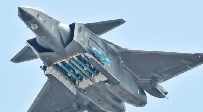 Angkatan Udara Tiongkok Pamer Jet Tempur Siluman J-20