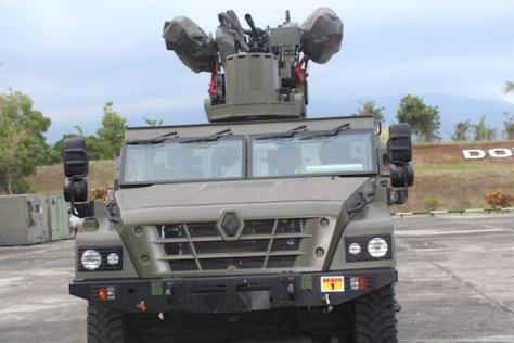 MPCV (Multi-Purpose Combat Vehicle) berbasis Sherpa dengan sistem senjata peluncur peluru kendali darat-udara anti serangan udara jarak pendek Mistral. (Antara)