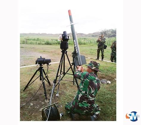Personil TNI AD siap melakukan uji fungsi rudal dengan menembak sasaran di udara. (SM)