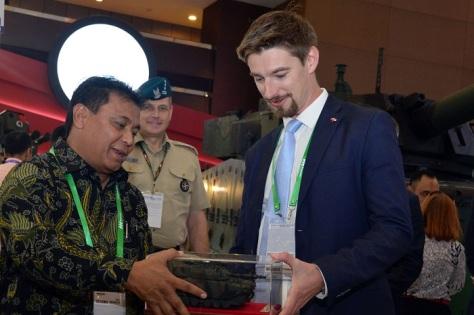 PT Pindad Teken Beberapa MoU Dengan Mitra Strategis Pada Pameran Indo Defence 2018 1