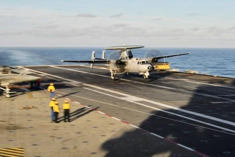 Selain pesawat tempur, ia juga membawa kapal terbang pengintai E-2C Hawkeye. Reuters