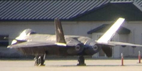 Sebuah foto yang tersebar memperlihatkan pesawat yang menyerupai jet J-20 milik China berada di fasilitas militer AS di Savannah-Hilton, Georgia. (SCMP-THEAVIATIONIST.com)