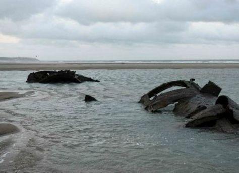 bangkai kapal selam pd-i jerman muncul di lepas pantai prancis (ap)