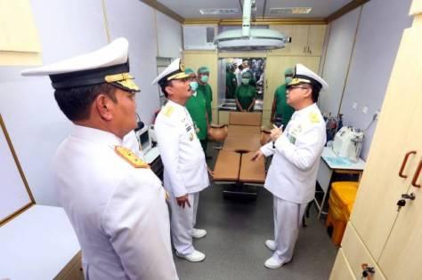 ksal laksamana tni siwi sukma adji, menijau fasilitas medis ketika meresmikan kapal perang republik indonesia (kri) semarang (smg)-594. (sindonews)