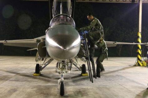 pilot t-50 i terbang malam (penlanud iswahjudi for jawapos.com)