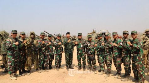 Asops Panglima TNI Mayjen TNI Ganip Warsito, S.E., M.M., meninjau The Combined Arm Live Fire Exercise (Calfex) 1