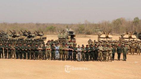 Asops Panglima TNI Mayjen TNI Ganip Warsito, S.E., M.M., meninjau The Combined Arm Live Fire Exercise (Calfex)