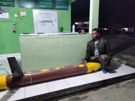 Benda mirip terpedo ditemukan nelayan di Pantai Tengkalat, Dusun Pejem Desa Gunung Pelawan, Kecamatan Belinyu, Kabupaten Bangka, Selasa (12022019) malam. (Istimewa)