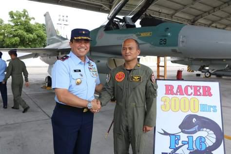 """""""Racer"""" Raih 3000 Jam Terbang dengan Pesawat F-16"""