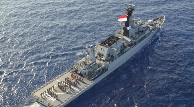 KRI TOM-357 Digertak Dua Kapal Vietnam Saat Tangkap 4 Kapal Nelayannya