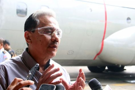 Marsekal TNI (Purn.) Chappy Hakim saat peluncuran buku dan penyerahan 100 buku kepada Angkatan Udara di Skadron Udara 31 Halim Perdanakusuma, Jakarta, Minggu (17122017). (Maulana Mahardika)