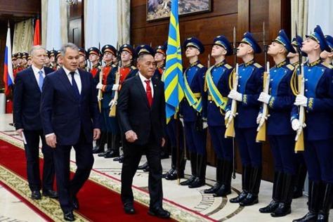 Menteri Pertahanan RI Rymizard Ryacudu melakukan pembicaraan bilateral dengan Menteri Pertahanan Rusia General of the Army Sergei Shoigu, Rabu, (0602).
