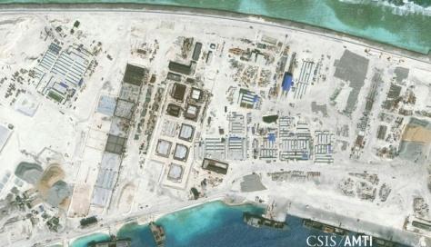 Pembangunan bagian Barat Laut pulau Mischief Reef, Kepulauan Spratly, Laut China Selatan, dilihat dari udara, 8 Januari 2016. (Reuters)
