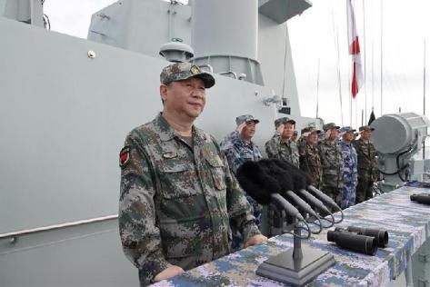 Presiden Cina, Xi Jiping, menginspeksi latihan perang Angkatan Laut PLA di Laut Cina Selatan, Kamis, 12 April 2018. CNN -- Xinhua