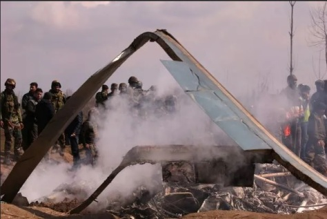Salah satu pesawat tempur India yang ditembak jatuh militer Pakistan, Rabu (27022019). REUTERS