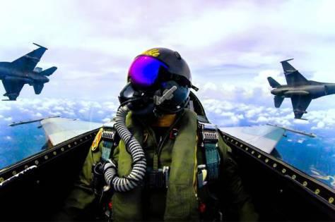 Skadron Udara 16 TNI AU melaksanakan latihan penembakan maverick. (TNI AU)