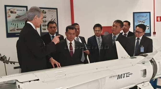 TNI Laksanakan Kunjungan ke Pabrik AVIBRAS (Photo)