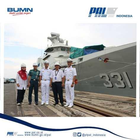 Angkatan Laut Malaysia Kunjungi Fasilitas PT PAL dengan background KRI REM - 331 1