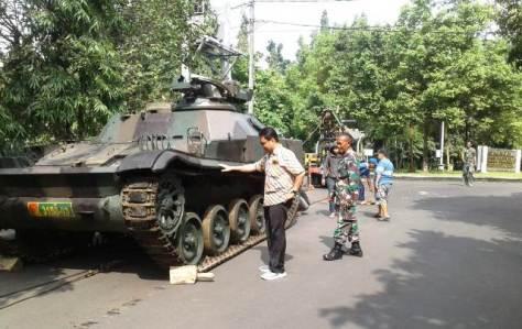 Hibah Ranpur Tank AMX 13 APC untuk Unsoed