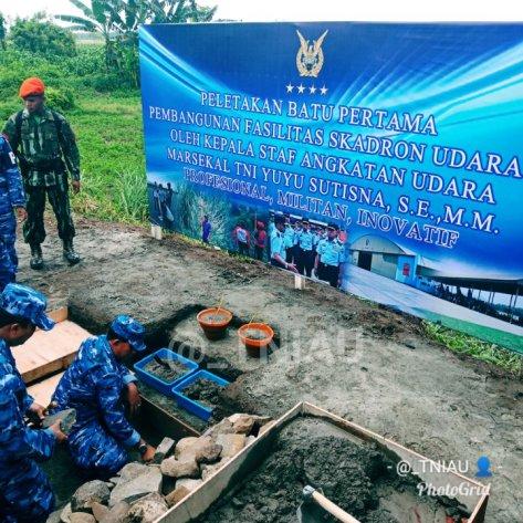Kasau Marsekal TNI Yuyu Sutisna, S.E., M.M., meletakkan batu pertama pembangunan hanggar Skadron Udara 14 Wing Udara 3 Lanud Iswahjudi, Magetan. 1