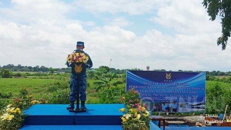 Kasau Marsekal TNI Yuyu Sutisna, S.E., M.M., meletakkan batu pertama pembangunan hanggar Skadron Udara 14 Wing Udara 3 Lanud Iswahjudi, Magetan.
