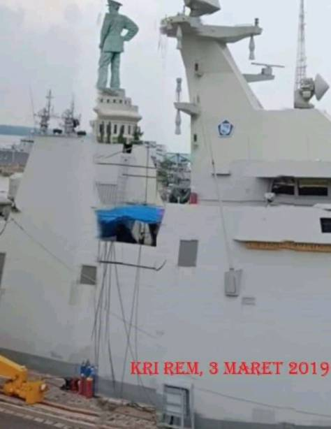 MM-40 Exocet installation works on KRI Martadinata 331 (IMF)