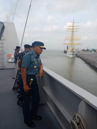Pangkoarmada II Laksda TNI Mintoro Yulianto, S. Sos, M. Si kembali onboard di KRI Sultan Iskandar Muda (SIM) - 367