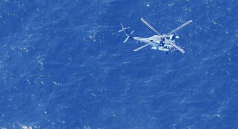 Helikopter militer Jepang melakukan pencarian jet tempur F-35A Jepang di Samudra Pasifik. (REUTERS - Mandatory credit Kyodo)