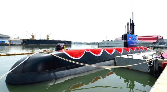 Peluncuran Kapal Selam KRI Alugoro – 405