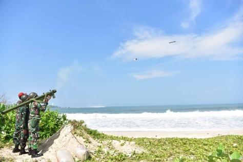 Penembakan rudal QW-3 di Pantai Santolo, Kecamatan Pameungpeuk. (24042019)