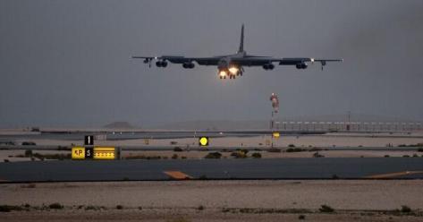 B-52H Stratofortress yang ditugaskan ke Skadron Bom Ekspedisi ke-20 mendarat di Pangkalan Udara Al Udeid, Qatar, 8 Mei 2019. (USAF)