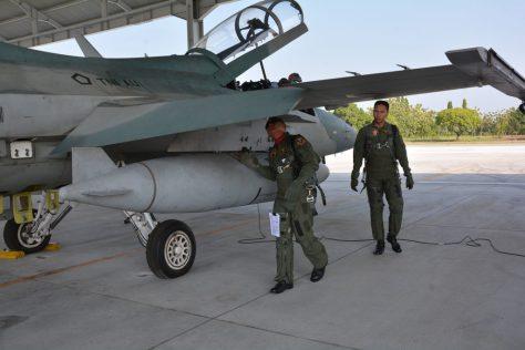 F-16 terbang saat Ramadhan 1
