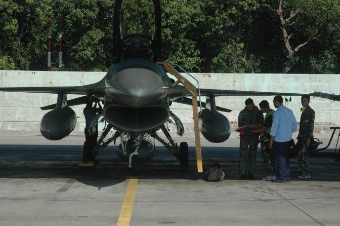 Pilot TNI AU Tetap Terbang Saat Ramadhan