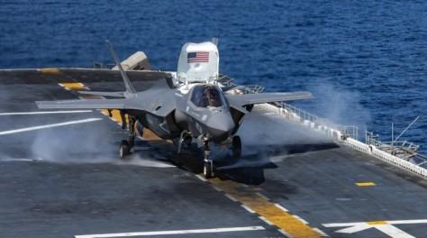 F-35B Korps Marinir siap lepas landas dari kapal induk (AFP)
