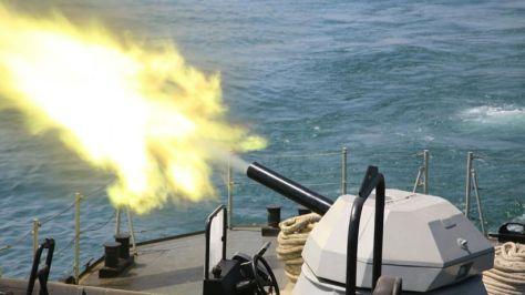 KRI Tombak - 629 mengadakan uji coba tracking dan penembakan meriam 30 mm dengan type gun NG-18. 6 Barrel. 30 mm Naval Gun buatan China. (Koarmada II)