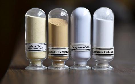 Sampel mineral rare earth dari kiri ke kanan, Cerium oxide, Bastnasite, Neodymium oxide dan Lanthanum