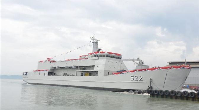 TNI AL Luncurkan Kapal Angkut Tank KRI Teluk Youtefa-522